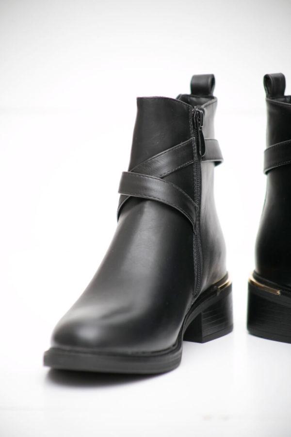 Ankle boots με χρυσή λεπτομέρια - Μαύρο